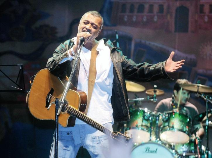 Lucky Ali singing at a live concert.