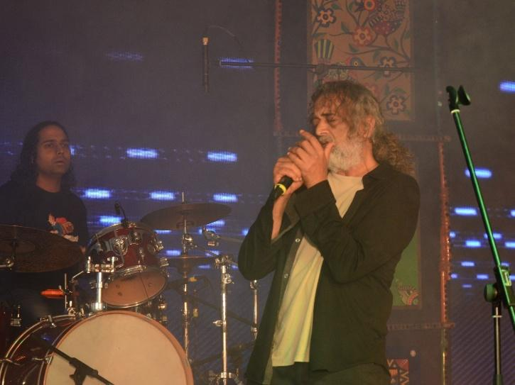 Lucky Ali performing live.
