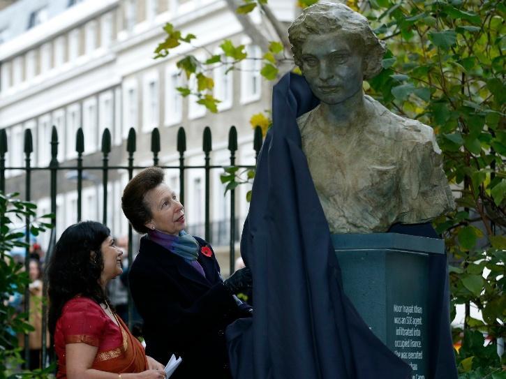 Shrabani Basu visiting Noor Inayat Khan statue in London.