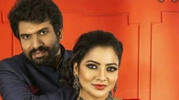 Actress Chitra with her husband Hemanth / Agencies