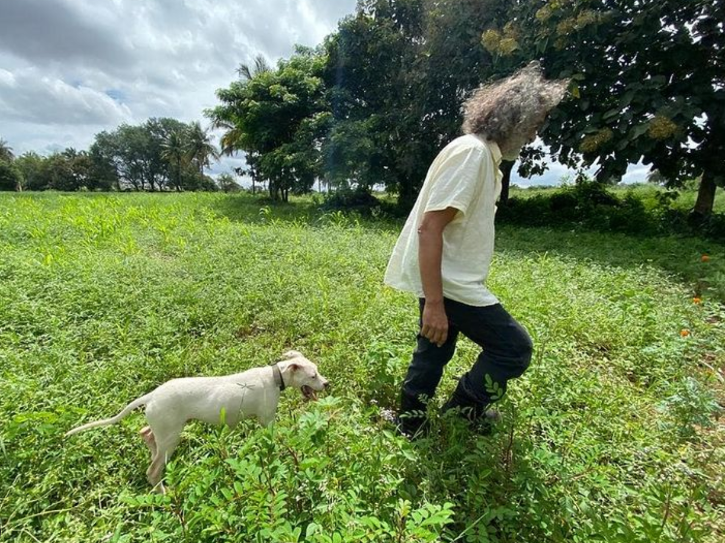Lucky Ali with a dog.