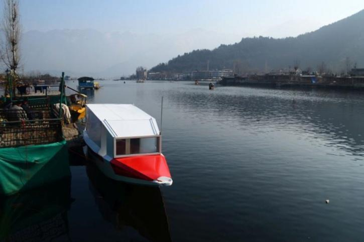 https://www.indiatoday.in/india/story/srinagar-s-dal-lake-to-get-first-floating-ambulance-service-1750815-2020-12-18