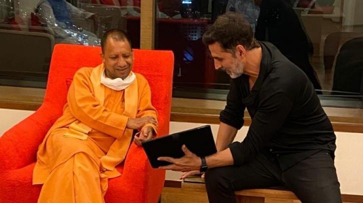 Actor Akshay Kumar with CM Aditya Yoginath / ANI