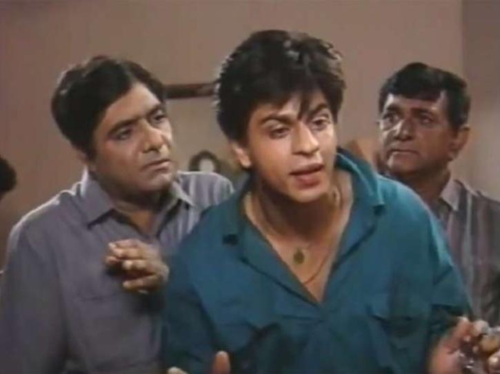 Anjan Srivastav and Shah Rukh Khan in Wagle Ki Duniya.
