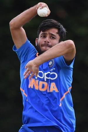Ravi Bishnoi bowling
