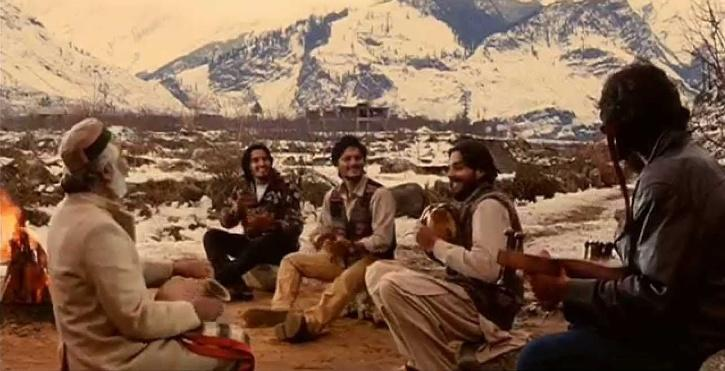 Chandrachur Singh in MAachis, Chappa Chappa Charkha Chale