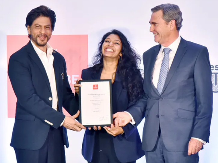 Shah Rukh Khan Supports Young Researcher