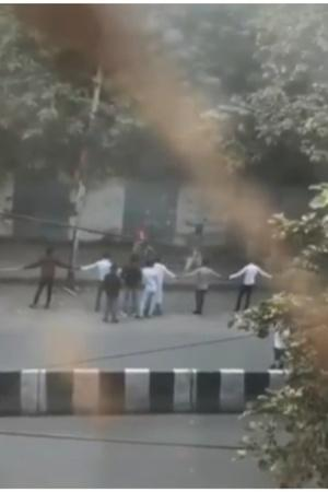 human chain delhi violence