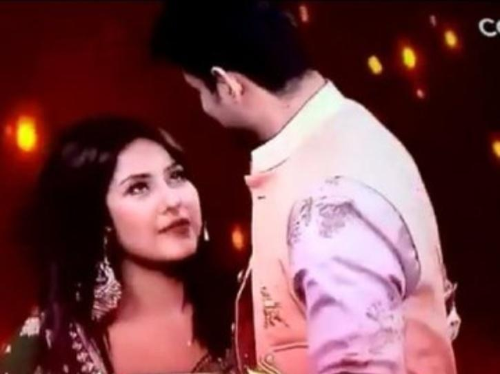 Shehnaz Tears Up After Reuniting With Sidharth On