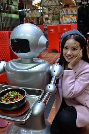 robot-themed restaurant