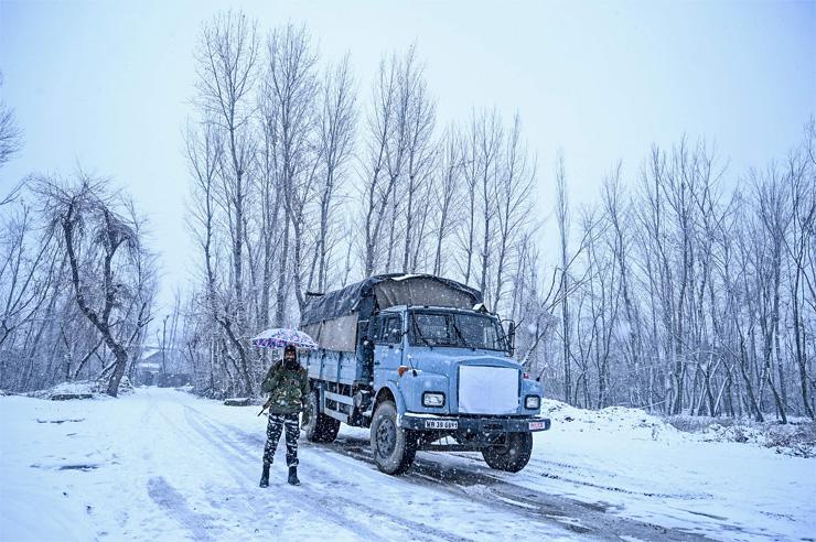 avalanche Kashmir