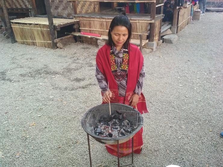 Kuki woman barbequing Pork-blood sausage
