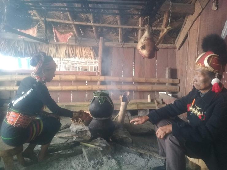 Encounters on a Naga Dinning Table