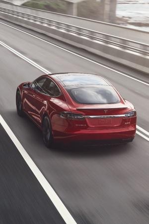 Tesla Glass Technology, Tesla Model S