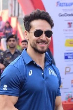 Tiger Shroff To Milind Soman, Celebs Participate In Mumbai Marathon, Raise Environmental Issues