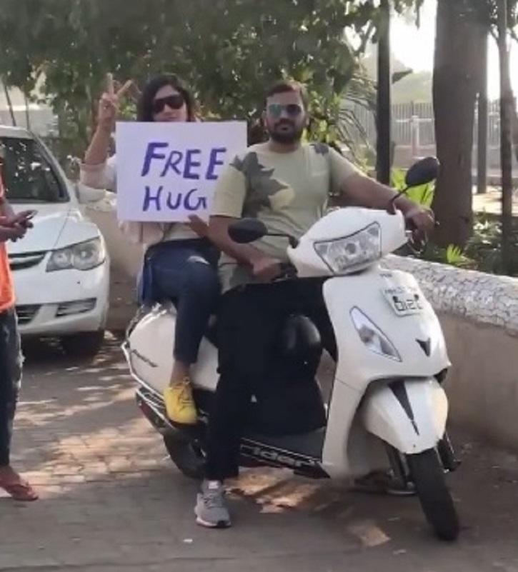 Richa Chadha, free hugs, International Hug Day