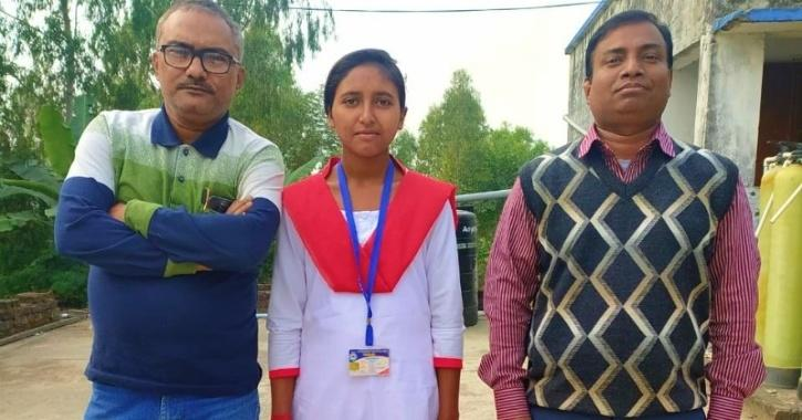 A Class 11 girl student has shattered stereotypes and broke caste and class barriers to become a priest for Saraswati Pooja this year in a remote village in Bengal
