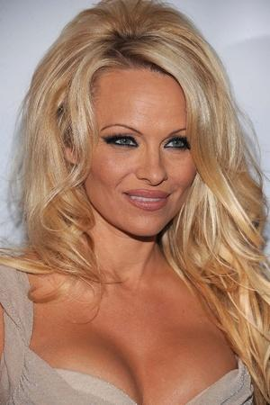 Pamela Anderson marries Jon Peters.