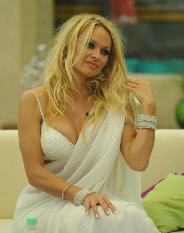 Pamela Anderson Marries For 5th Time, Ties The Knot To Jon Peters 30 Years After Their 1st Date
