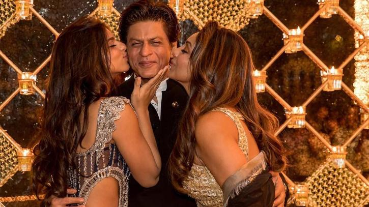 Shah Rukh Khan, Gauri and Suhana. Family picture.