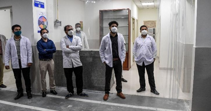 doctors ready to receive recovered patients