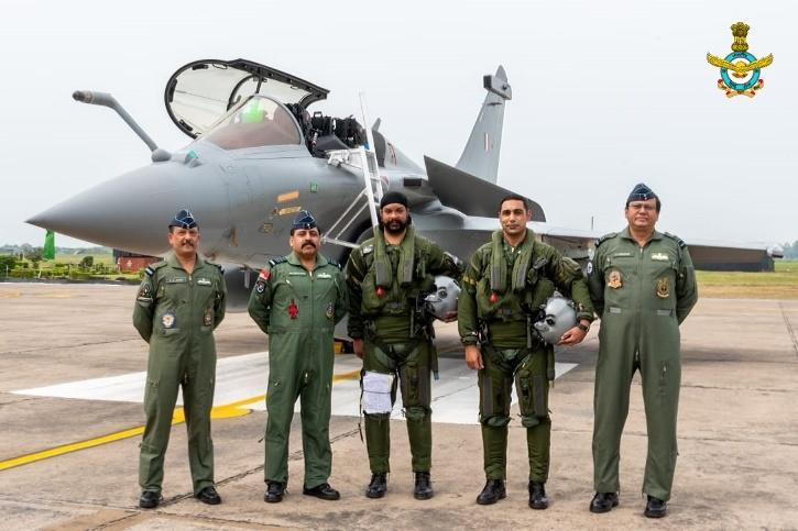 The pilots include Group Captain Harkirat Singh who is the Commanding Officer of the 17 squadron, Wing Commander MS Singh, Group captain R Kataria, Wing Commander Abhishek Tripathi, Wing Commander Siddhu and Wing Commander Arun.