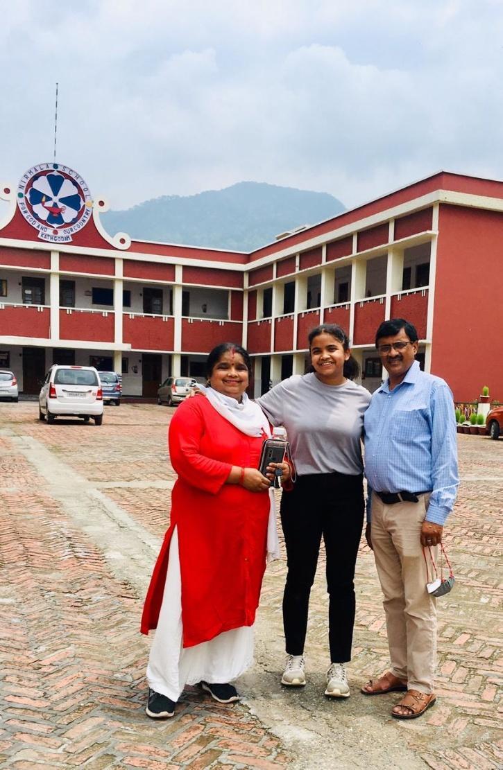 Anushka with her parents