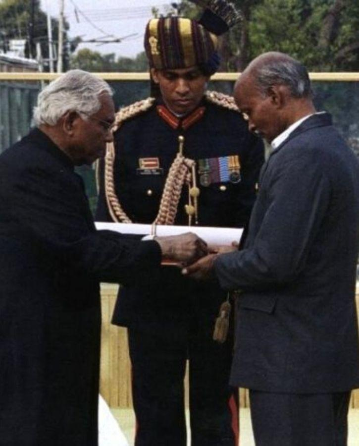 Manoj Kumar Pandey Father awarded with Paramveer Charkra