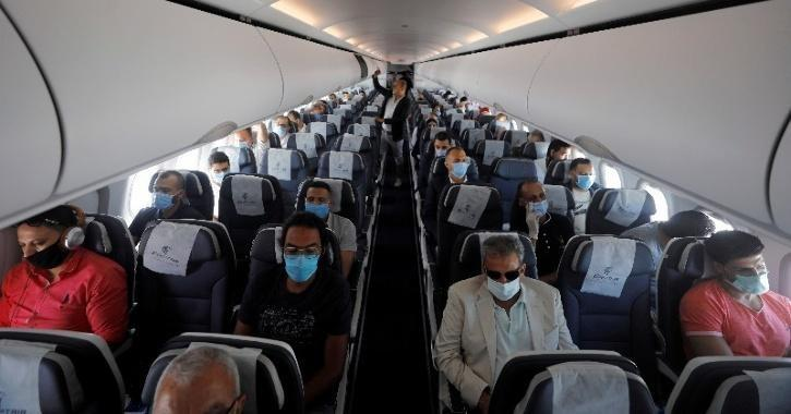 flight status COVID-19 reduces if middle seats are empty