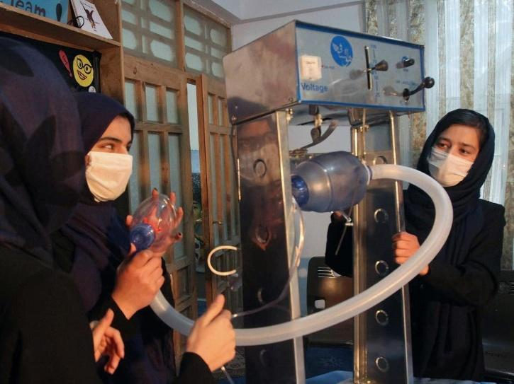 girls working on low cost ventilator