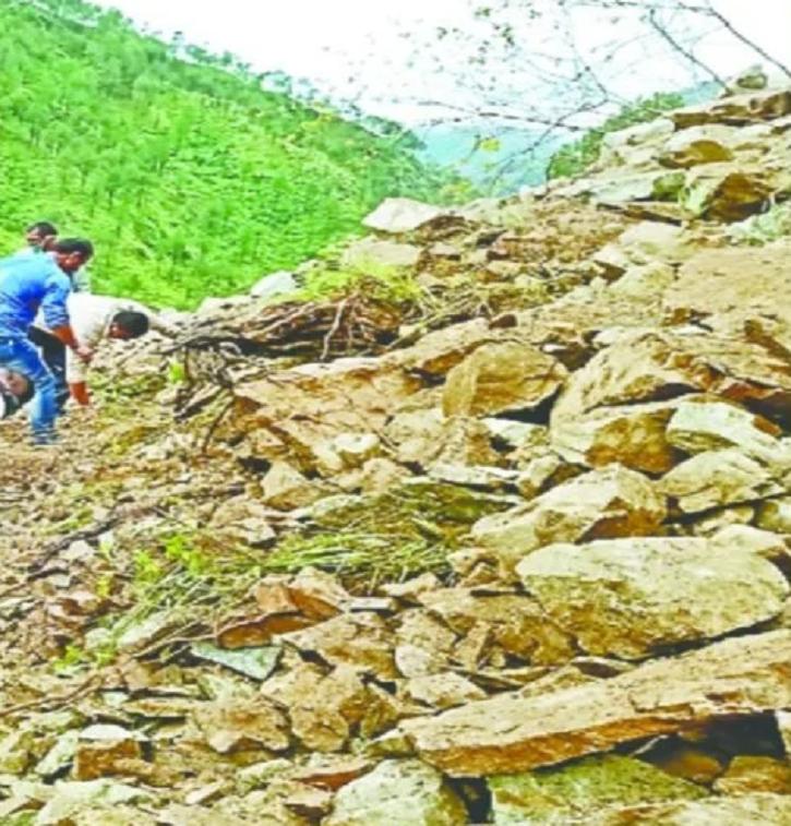 baraatis removing debris
