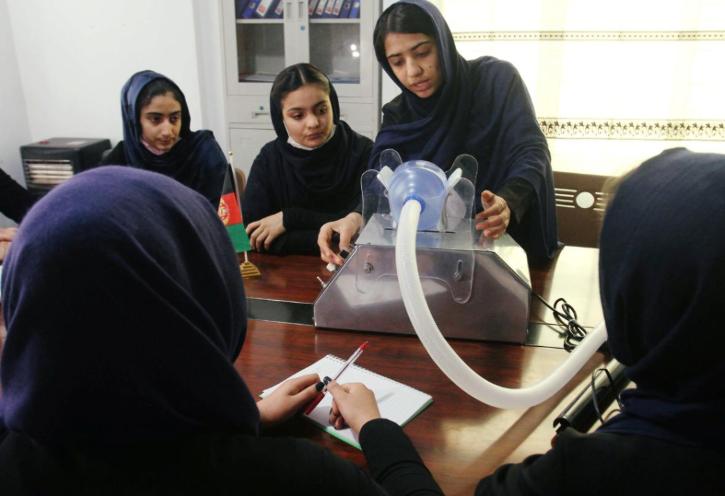 Afgan girls make low cost ventilator