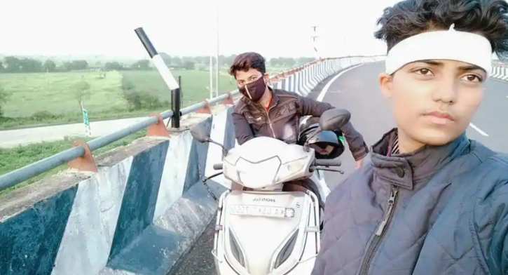 woman rides scooter to jamshedpur