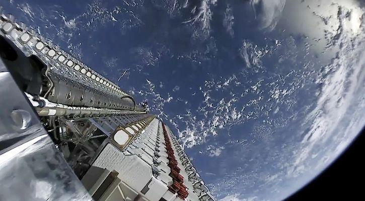 Starlink satellites in earth orbit