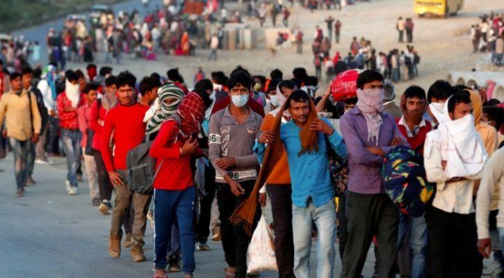india migrant crowd COVID-19