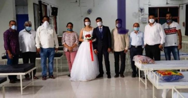 Mahrashtra couple donates beds on wedding day