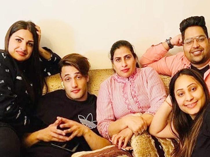 Asim Riaz meets Himanshi Khurana