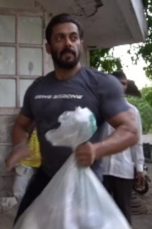 Salman Khan Donates Ration To The Needy, Sends Truck Full Of Food Supplies To Nearby Villages