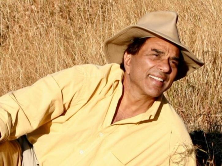 Dharmendra Recalls Facing A Locust Attack When He Was In Class 10, Warns People To