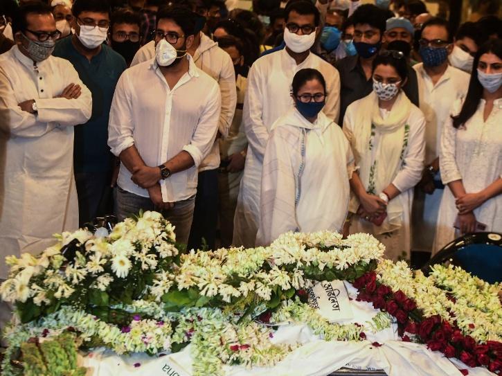 Mamata Banerjee at Soumitra Chatterjee funeral