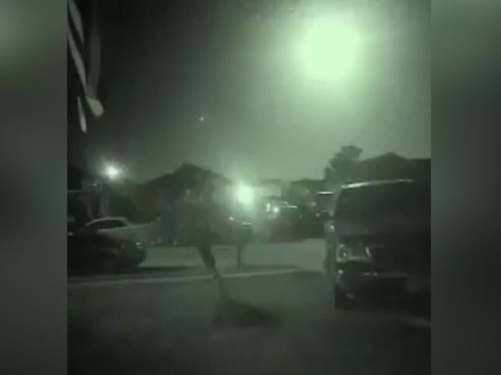 Meteor illuminates Texas night sky in stunning video
