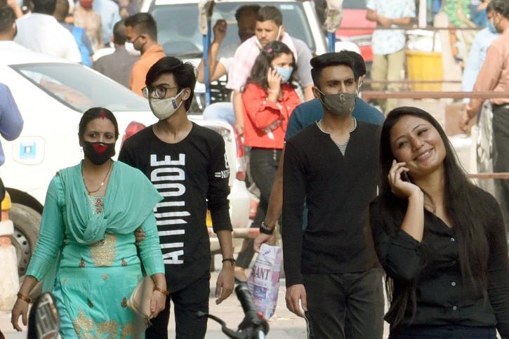 delhi covid crowd