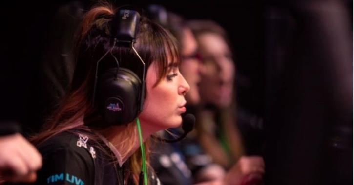 female mobile gamers