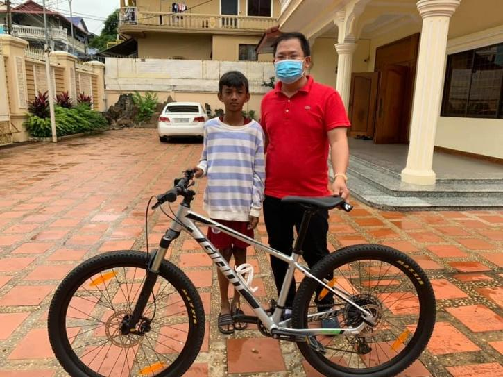 e. One man named Lang Tyleang, who came across pictures of the boy on Facebook, tracked him down and gifted him a brand new cycle!
