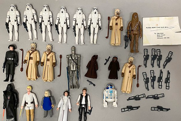 These Kenner Droid Factory, Palitoy Droid Factory and Kenner Land Of The Jawas action playsets sold for £1,000
