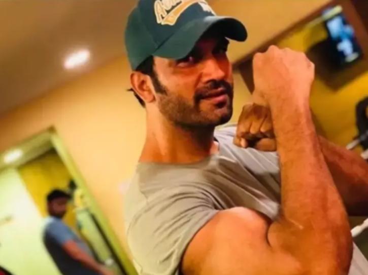 Sharad Kelkar was a gym instructor.