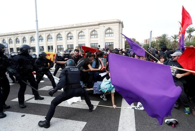 Reuters Spain closes Catalan protest group