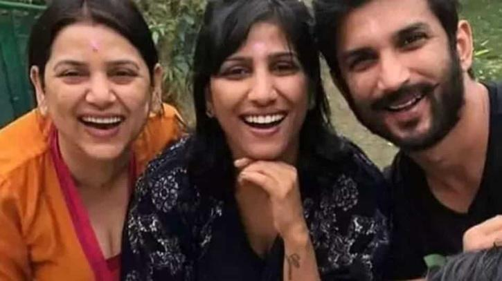 Actor Sushant Singh Rajput with his sisters / Agencies