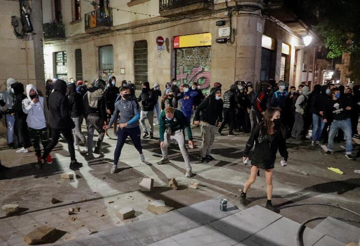 anti-lockdown-protests-spain-5fa0fa44642a5