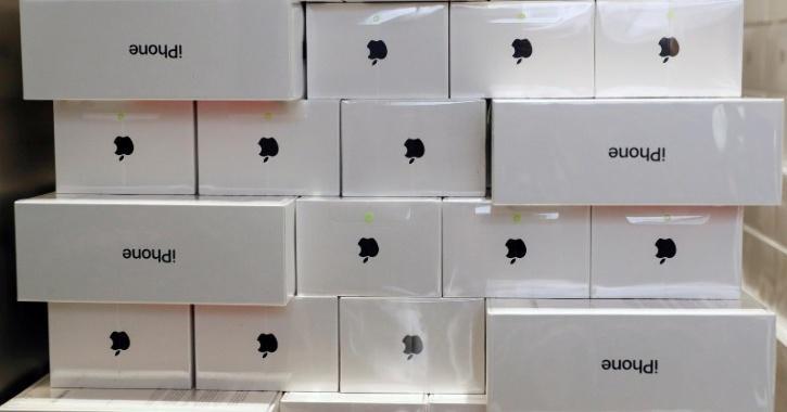 apple iphone stolen england truck heist